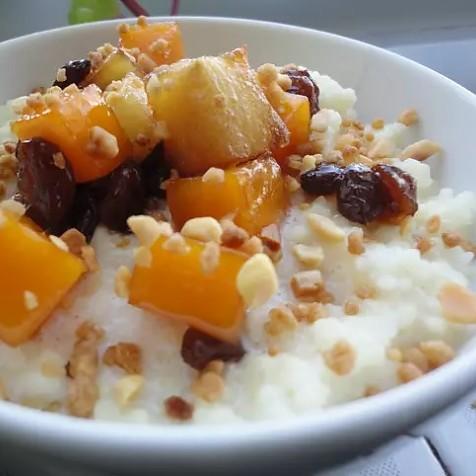 Couscous con leche y frutas